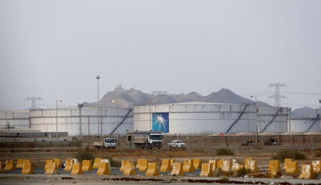 Πετρελαϊκές δεξαμενές στη Σαουδική Αραβία.
