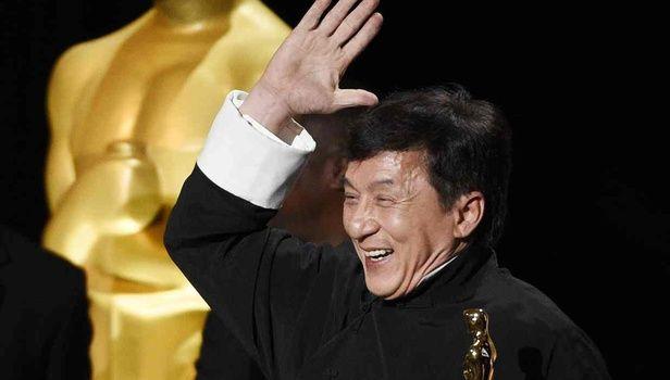 Όλα τα κόκαλα που έσπασε ο Τζάκι Τσαν πριν πάρει το Οσκαρ που αξίζει!
