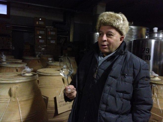 Ο μοναδικός Έλληνας οινοποιός στην Ιταλία μας ξεναγεί στον αμπελώνα του