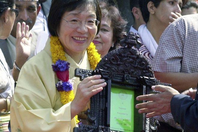 Η Junko Tabei παίρνει βραβείο για την κατάκτησή της