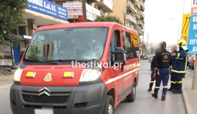 Πυροσβεστικό όχημα παρέσυρε πεζό στη Θεσσαλονίκη