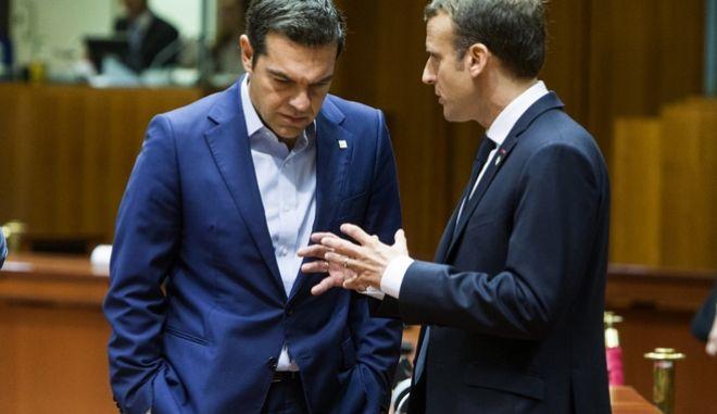 Στιγμιότυπα από την δεύτερη ημέρα των εργασιών της συνόδου κορυφήςε του Ευρωπαϊκού Συμβουλίου στις Βρυξέλλες.Στην φωτογραφία ο πρωθυπουργος Αλέξης Τσίπρας (Α) με τον Γάλλο Πρόεδρο Εμανουέλ Μακρόν (Δ) , Παρασκευή 20 Οκτωβρίου 2017 (EUROKINISSI/European Union)