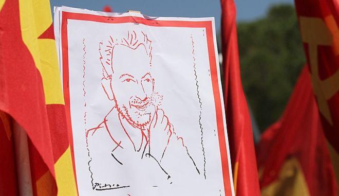 Σκίτσο με τον Νίκο Μπελογιάννη