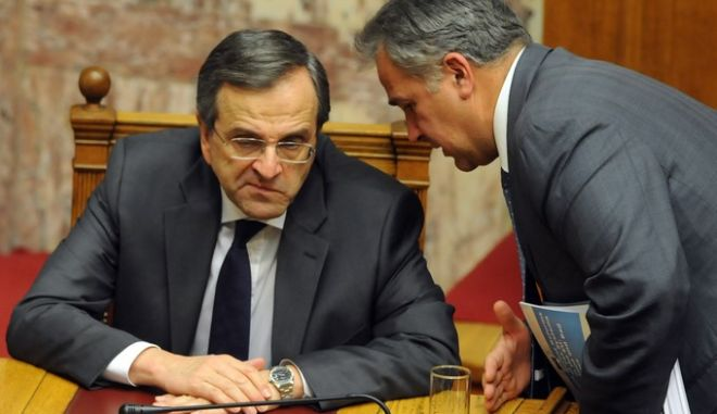 Ψηφοφορία για τον κρατικό προϋπολογισμό του 2014, τα ξημερώματα της Κυριακής 8 Δεκεμβρίου 2013. (EUROKINISSI/ΑΝΤΩΝΗΣ ΝΙΚΟΛΟΟΥΛΟΣ)