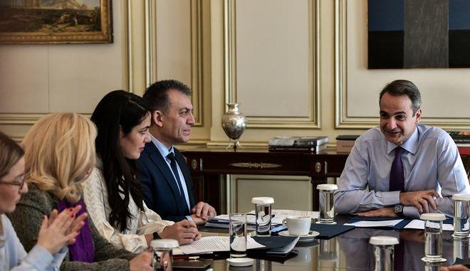 Συνάντηση του Πρωθυπουργού Κυριάκου Μητσοτάκη με την ηγεσία του υπουργείου Εργασίας και Κοινωνικών Υποθέσεων στο Μέγαρο Μαξίμου