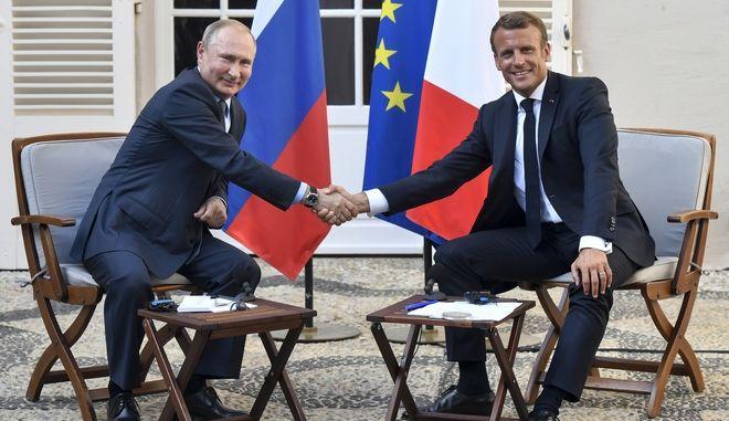 Βλαντιμίρ Πούτιν και Εμανουέλ Μακρόν