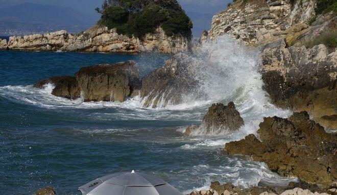 Εικόνα από την παραλία του Αγίου Σπυρίδωνα στην Κέρκυρα