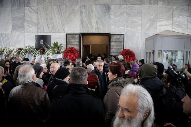 Κηδεία του μουσικοσυνθέτη Θάνου Μικρούτσικου στο Α' Νεκροταφείο Αθηνών