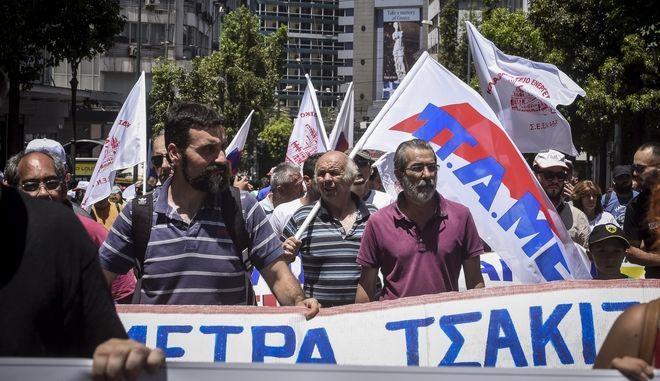 Συγκέντρωση και πορεία του ΠΑΜΕ στην Βουλή ενάντια στην ψήφιση του πολυνομοσχεδίου με τα προαπαιτούμενα