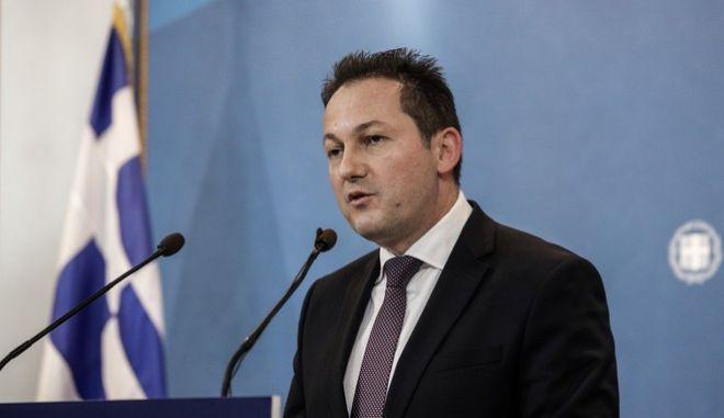Ανακοίνωση του κυβερνητικού σχεδίου για το προσφυγικό - μεταναστευτικό από τον κυβερνητικό εκπρόσωπο Στέλιο Πέτσα