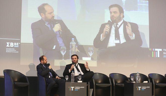Ο διευθυντής Ερευνών της Διανέοσις, Κυριάκος Πιερρακάκης και ο Διευθυντής Ειδήσεων και Ενημέρωσης της 24MEDIA, Μάνος Χωριανόπουλος