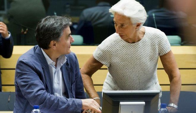 Ο ματωμένος γάμος με το ΔΝΤ