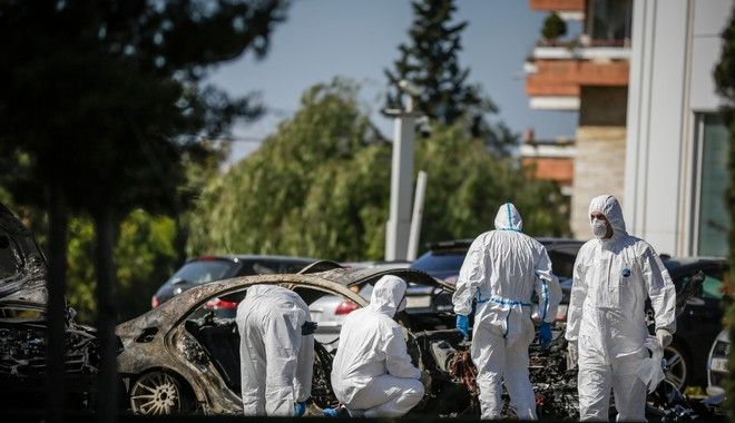 Έκρηξη σε αυτοκίνητο που βρισκόταν σε υπαίθριο πάρκινγκ στην οδό Βουλιαγμένης στην Γλυφάδα