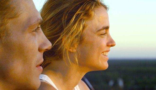 """""""Ερωτας με την Πρώτη Μπουνιά"""": Μην αντιστέκεστε, δείτε πρώτοι την ταινία"""