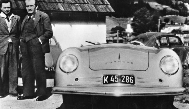 """ARCHIV - Das undatierte Archivbild zeigt einen Porsche 356 Roadster. Volkswagen und Porsche sind aus einer Wurzel hervorgegangen: der Arbeit des 1875 geborenen genialen oesterreichischen Autokonstrukteurs Ferdinand Porsche. Der Stuttgarter Konzern traegt noch immer seinen Namen; den Volkswagen hat Porsche 1934 selbst konstruiert. (AP Photo) ** APD4163 ** -----FILE - Undated image shows a Porsche 356 Roadster of which 50 models were hand made at the provisional Porsche production site in Gmuend, southern Germany. After returning from captivity, Ferdinand """"Ferry"""" Porsche realised his vision to produce a sports car on the basis of Volkswagen parts in 1948. The typ 356 was produced from 1948 till 1965. (AP Photo/HO/Porsche)"""