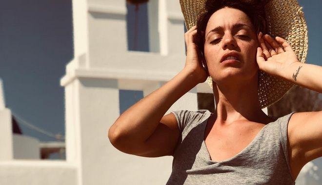 Η ηθοποιός και χορεύτρια Τραϊάνα Ανανία σε φωτογραφία από τις καλοκαιρινές τις διακοπές στις Κυκλάδες