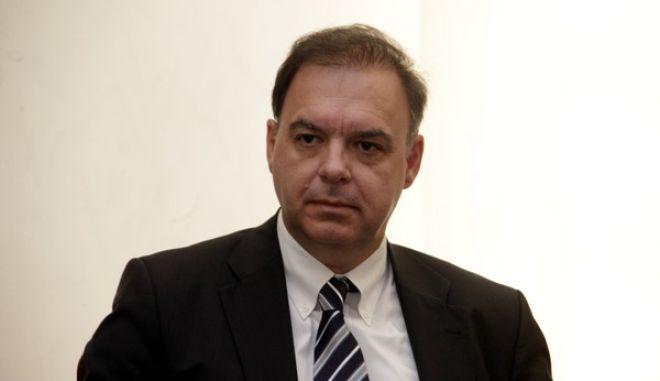 Υπογραφή Μνημονίου Συνεργασίας μεταξύ του Γραφείου Προϋπολογισμού του Κράτους στη Βουλή και του Οικονομικού Επιμελητηρίου, την Τετάρτη 8 Οκτωβρίου 2014. Σκοπός του Μνημονίου είναι η συνεργασία μεταξύ των δύο φορέων σε θέματα που άπτονται της οικονομικής συγκυρίας, των εξελίξεων και των προοπτικών της ελληνικής οικονομίας. Στόχος είναι η αποτελεσματική ανταλλαγή απόψεων και η διάχυση γνώσεων, καθώς και η αμοιβαία συνδρομή στη διοργάνωση Ημερίδων, συνεδρίων οικονομικού περιεχομένου, ερευνητικών συνεργασιών και σύνταξης ερευνητικών εργασιών. (EUROKINISSI/ΓΙΩΡΓΟΣ ΚΟΝΤΑΡΙΝΗΣ)