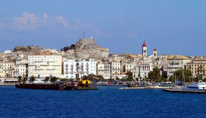 Στιγμιότυπα από το ταξίδι με το φέρι μποτ για το λιμάνι της Κέρκυρας. (EUROKINISSI/ΓΙΩΡΓΟΣ ΚΟΝΤΑΡΙΝΗΣ)