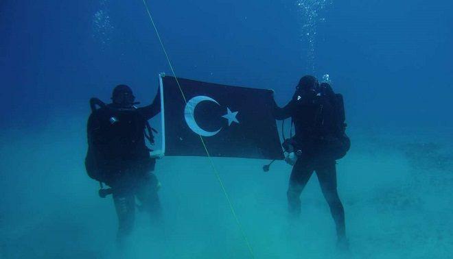 Ο Αποστολάκης ξήλωσε τη φωτογραφία των Τούρκων από την