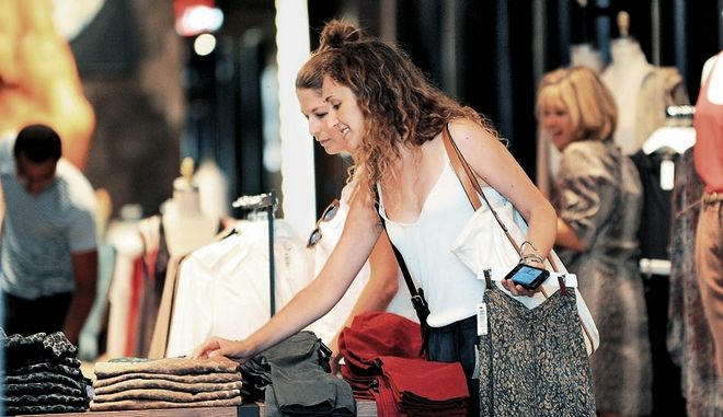 Θα εξεταστεί, μέσα στο 2014, η αύξηση του αριθμού των Κυριακών που θα είναι ανοικτά τα εμπορικά καταστήματα