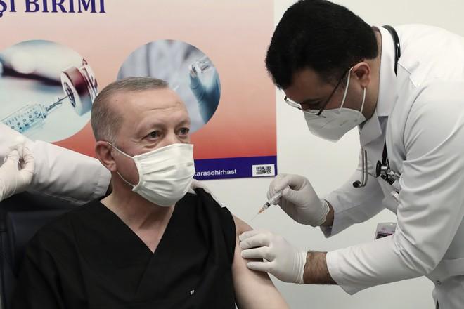 Εμβολιάστηκε ο Ρετζέπ Ταγίπ Ερντογάν