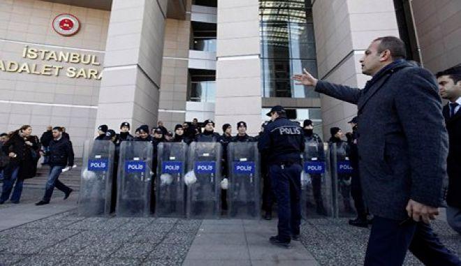 Κρίση στην Τουρκία: Συνεχίζεται το κύμα διώξεων στην αστυνομία με αποπομπή άλλων 25 αξιωματικών