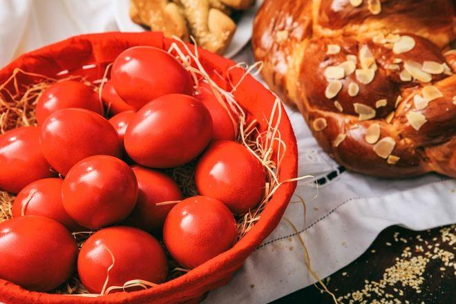 Κόκκινα αυγά για το Πάσχα