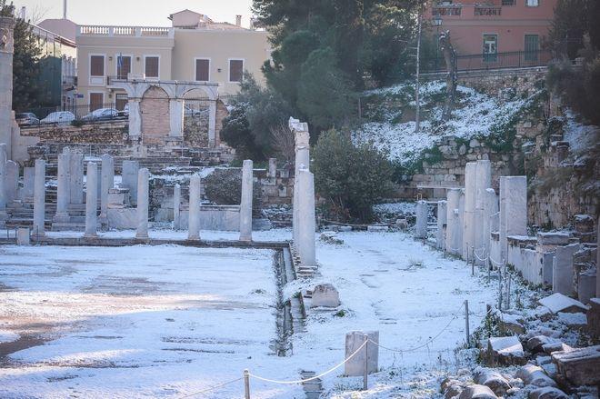 Το χιονισμένο κέντρο της Αθήνας.