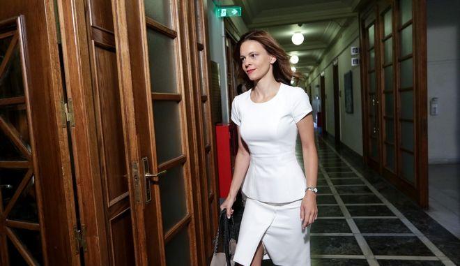 Η Έφη Αχτσιόγλου προσέρχεται στη συνεδρίαση του υπουργικού συμβουλίου