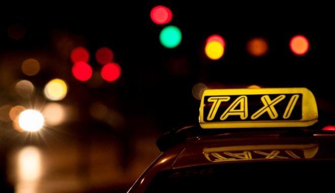 Έρευνα για την καταγγελία κοπέλας για απόπειρα βιασμού από οδηγό ταξί στο κέντρο της Αθήνας