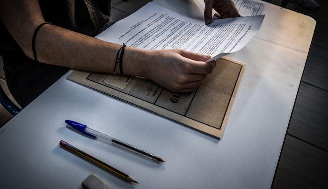 Στιγμιότυπο από τις πανελλαδικές εξετάσεις
