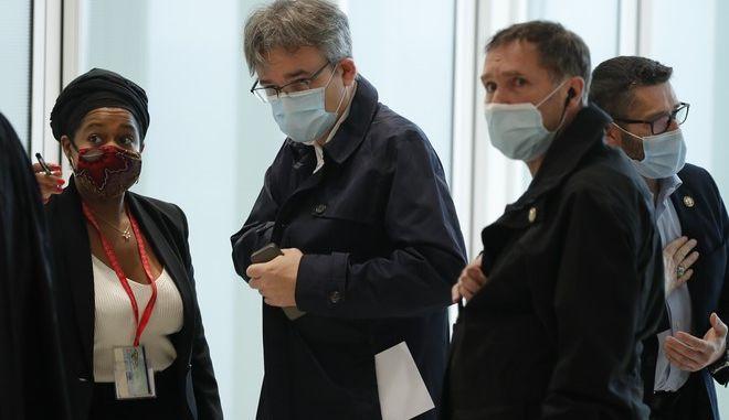 """Ο διευθυντής της εφημερίδας Λοράν """"Ρις"""" Σουρισό στο δικαστήριο"""