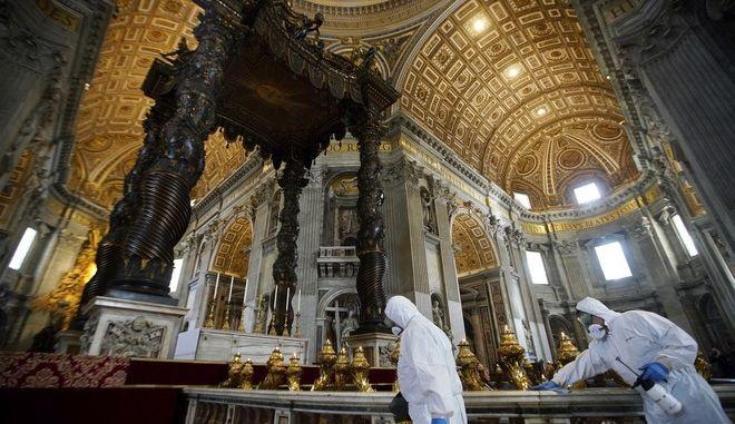Άνοιξε και πάλι η βασιλική του Αγίου Πέτρου στο Βατικανό