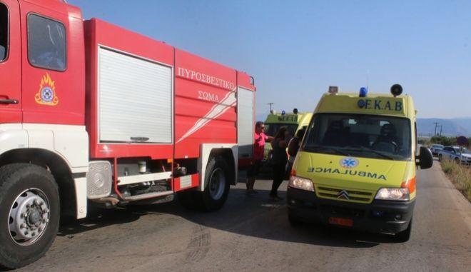 Ασθενοφόρο και όχημα της Πυροσβεστικής (Αρχείο)
