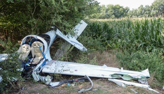 Νεκροί εντοπίστηκαν εχθές Τετάρτη 2017 οι δυο επιβαίνοντες στο διθέσιο ιδιωτικό  αεροσκάφος που συνετρίβη πάνω σε δένδρα, 500 μέτρα μακριά από τον αεροδιάδρομο της Αερολέσχης Λάρισας, δίπλα από τον αρχαιολογικό χώρο της «Άργισσας» και το χωριό Δένδρα Τυρνάβου. (EUROKINISSI)