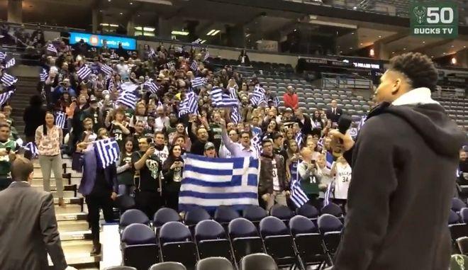 Μιλγουόκι: Ο Αντετοκούνμπο τραγούδησε τον εθνικό ύμνο μαζί με εκατοντάδες Έλληνες
