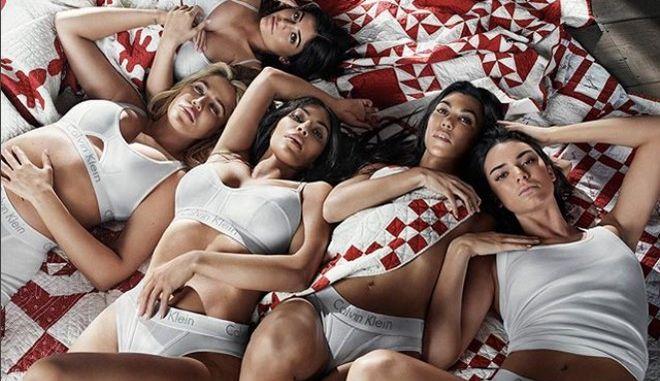 Όλες οι Καρντάσιαν με εσώρουχα Calvin Klein σε μια φωτογράφηση