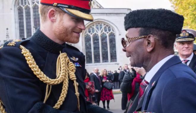 Ο βετεράνος Joseph Ashuteye Hammond με τον Πρίγκιπα