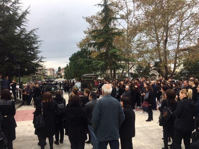 Κατερίνη: Ράγισαν καρδιές στην κηδεία της Μαρίας - Ιωάννας και της μητέρας της