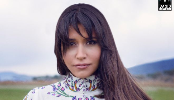 """Γιάννα Βασιλείου: """"Ξύπνησέ με"""", νέο τραγούδι με εντυπωσιακό βίντεο κλιπ"""