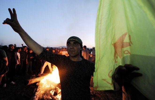 Απόψε στον καταυλισμό της Ειδομένης,οι Κούρδοι που βρίσκονται εδώ γίορτασαν το Νεβ Ροζ.Η μεγάλη αυτή γιορτή συμβολίζει την πρωτοχρονιά,την άνοιξη,την αντίσταση και την αναγέννηση του Κουρδικού λαού,Κυριακή 20 Μαρτίου 2016 (EUROKINISSI/ΤΑΤΙΑΝΑ ΜΠΟΛΑΡΗ)