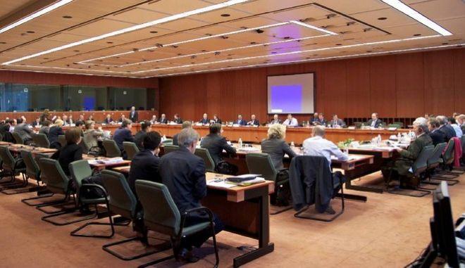 Στόχος η συμφωνία για χρέος και αξιολόγηση στις 28 Νοεμβρίου
