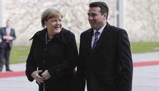 Η Γερμανίδα Καγκελάριος Άνγκελα Μέρκελ υποδέχεται τον πρωθυπουργό της πΓΔΜ Ζόραν Ζάφ στην Καγκελαρία στο Βερολίνο. 21 Φεβρουαρίου 2018