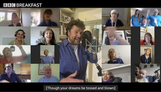 Βρετανία: Ο σούπερ παππούς τραγουδάει το You'll Never Walk Alone για να βοηθήσει το NHS