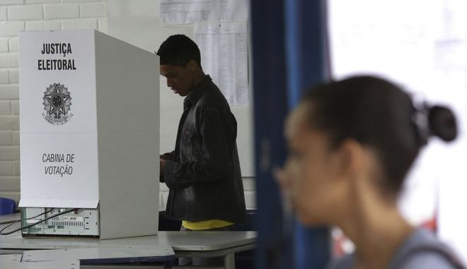 Στιγμιότυπο από την εκλογική διαδικασία στη Βραζίλ