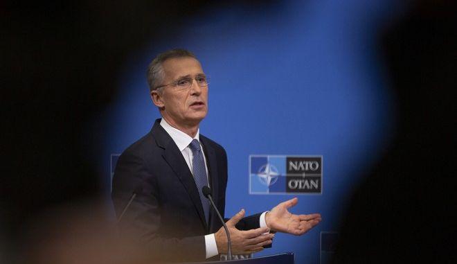 Ο γενικός γραμματέας του ΝΑΤΟ Γενς Στόλτενμπεγκ σε μίτινγκ στις Βρυξέλλες
