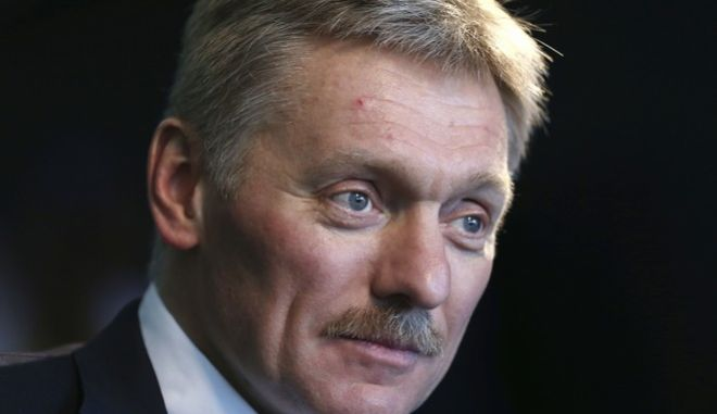 """CAPTION CORRECTION: REMOVES REFERENCE TO SPY - Kremlin press secretary Dmitry Peskov talks to a reporter in New York, Thursday, Nov. 10, 2016. Peskov said Thursday that Putin is really hoping for improved relations with the United States when Donald Trump becomes president, describing the two men as """"very much alike"""" in how they see the world. (AP Photo/Seth Wenig)"""
