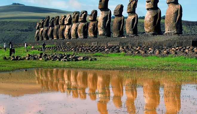 Tα μυστηριώδη αγάλματα Moais στο Νησί του Πάσχα