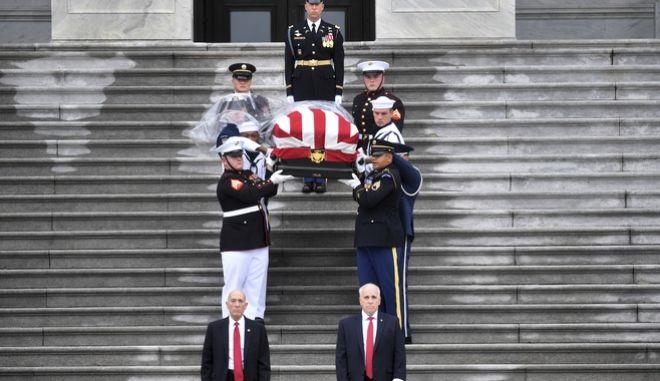 Η κηδεία του Τζον Μακ Κέιν