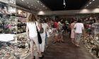 Ανοικτό εμπορικό κατάστημα στην οδό Ερμού την Κυριακή 19 Ιουλίου 2015.  (EUROKINISSI/ΣΤΕΛΙΟΣ ΣΤΕΦΑΝΟΥ)